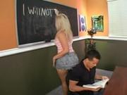 Неутолимая чикса Сара Джей показывает тело и занимается межрасовым сексом 210